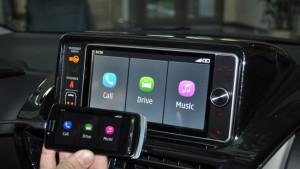 282042-smartphone-cars